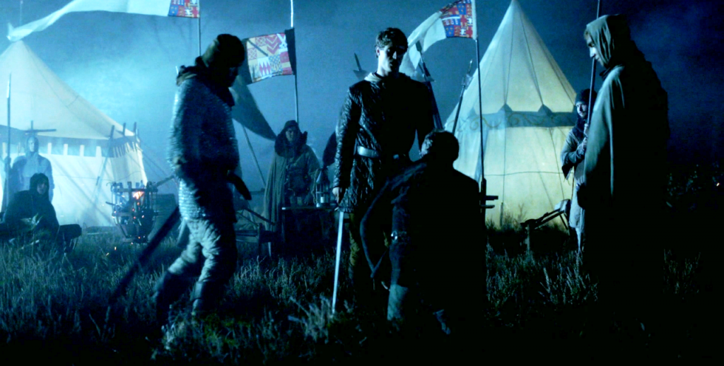 Still da cena em que Edward IV (Max Irons) assassina Richard Welles (Hugh Mitchell) no   terceiro episódio de The White Queen (BBC One/Starz).