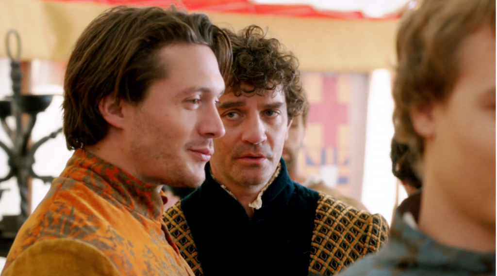 George de Clarece (David Oakes) e Richard Neville (James Frain) em uma still do segundo  episódio de The White Queen (BBC One/Starz).