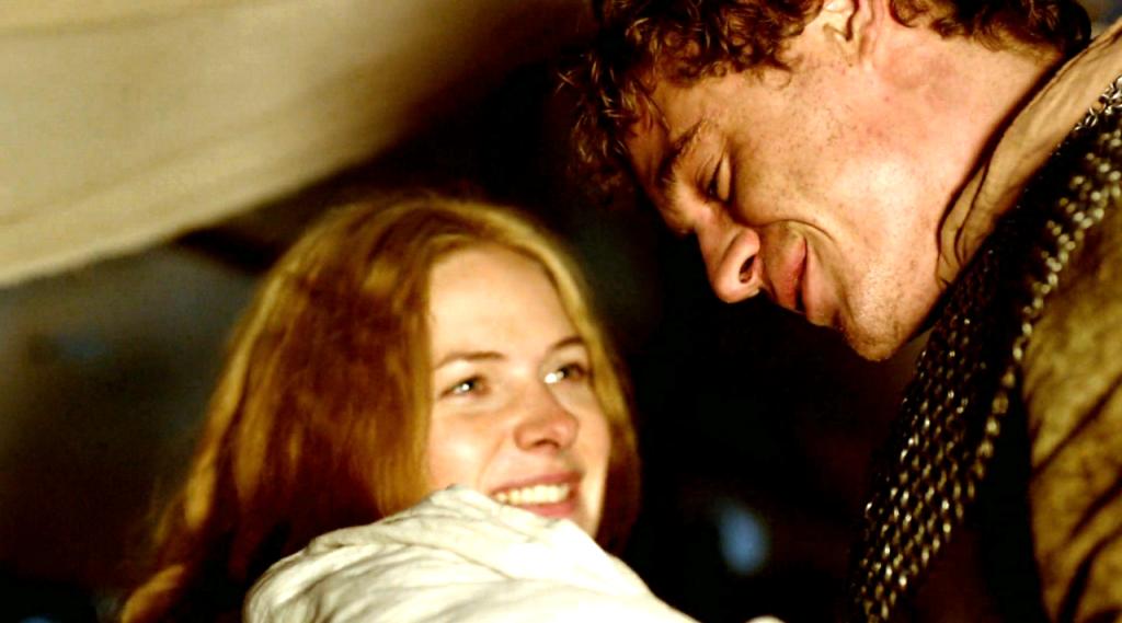 Imagem da cena em que Edward IV (Max Irons) visita Elizabeth Woodville (Rebecca Ferguson) na  na Abadia de Westminster no quinto   no segundo episódio de The White Queen (BBC One/Starz). Edwad esté segurando o filho bebê.