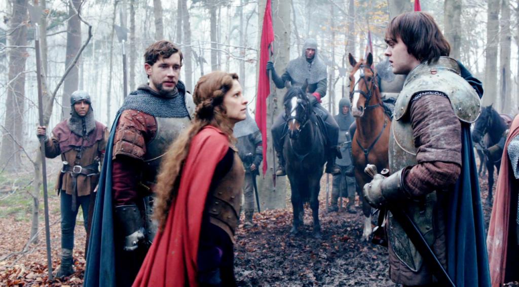 Margaret de Anjou (Veerle Baetens)  conversando com o filho  Edward Lancaster (Joey Batey)  antes da batalha em uma still do quinto   episódio de The White Queen (BBC One/Starz).
