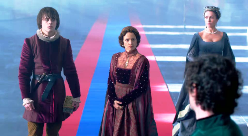 Still da cena em que  Richard Neville (James Frain) e Margaret de Anjou (Veerle Baetens) se encontram na Catedral de Angers no quarto episódio de The White Queen (BBC One/Starz).