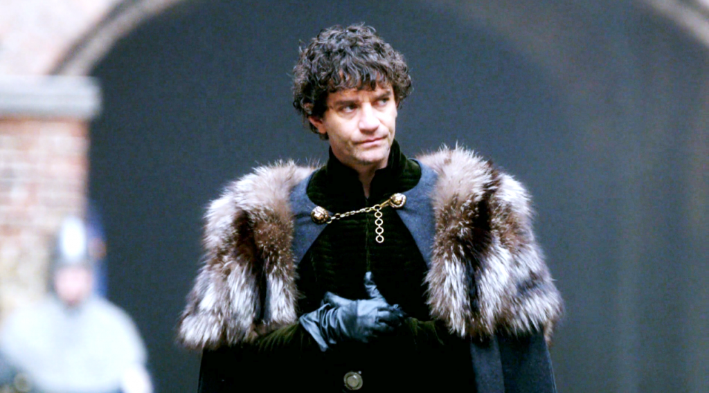 Richard Neville (James Frain) em uma still do segundo  episódio de The White Queen (BBC One/Starz).