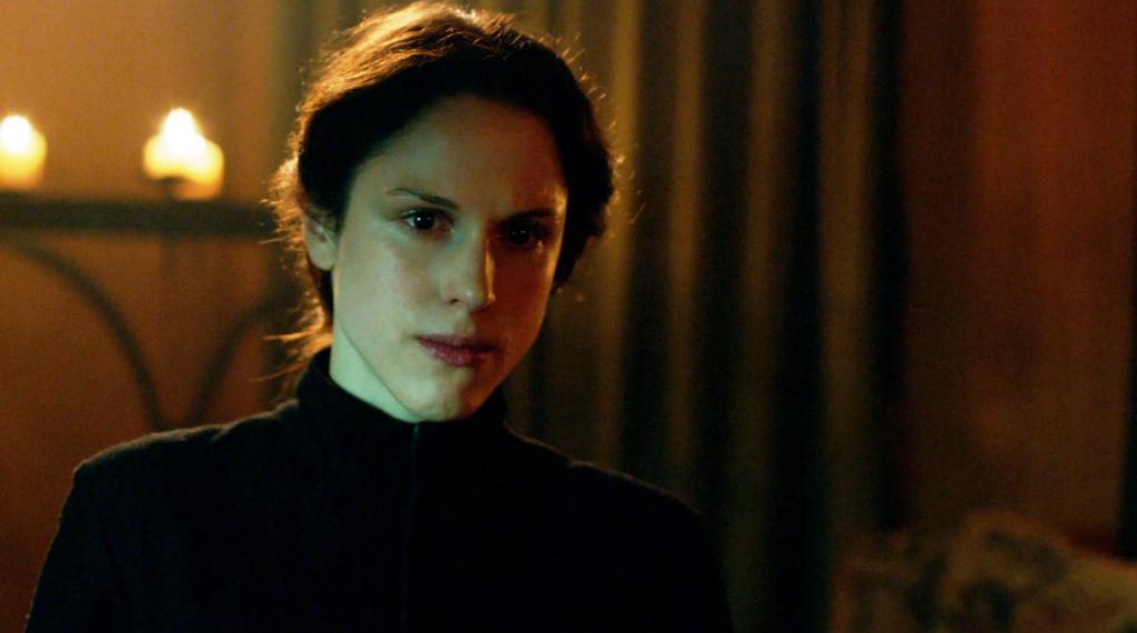 Imagem da cena que Margaret Beaufort conversa com a mãe no sexto episódio de The White Queen