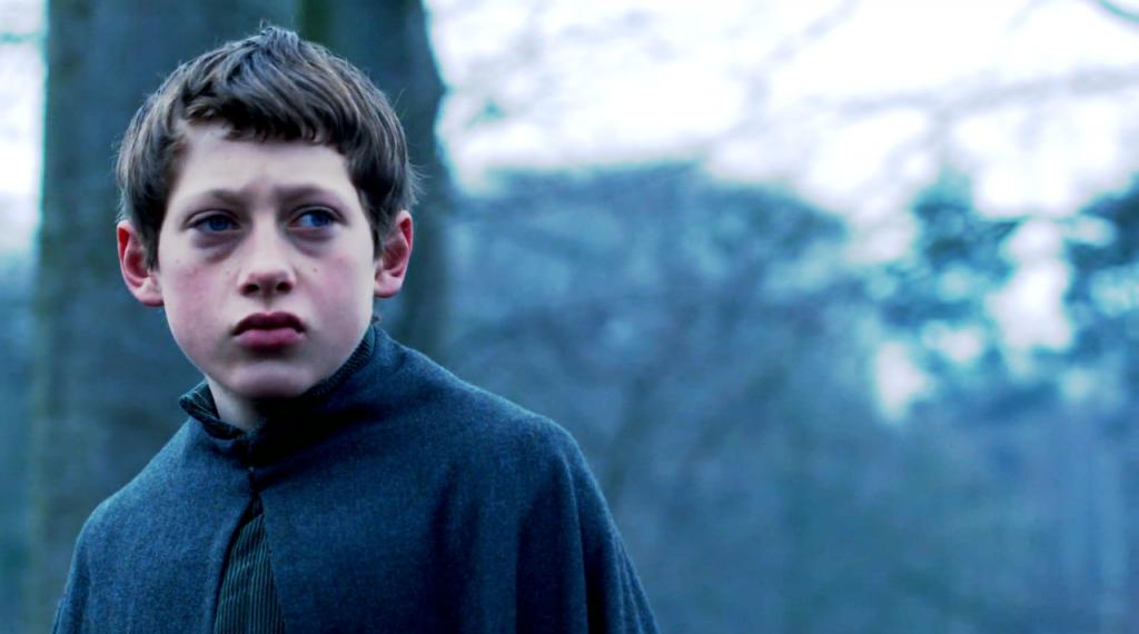 """Edward olhando para o horizonte na cena do """"resgate"""" do oitavo episódio."""