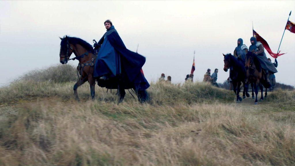 O Duque está montado a cavalo com o exército atrás dele. O tempo está ruim (como um spoiler de que a batalha não aconteceu por culpa das tempestades).