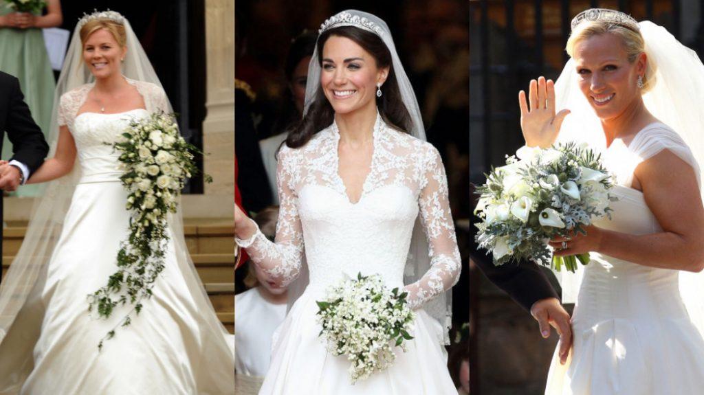 As três noivas estão sorrindo segurando os buquês. O buquê de Autumn está para baixo dos joelhos.